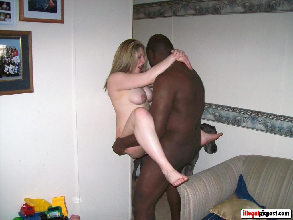 Black Bull neukt mijn vrouw staand