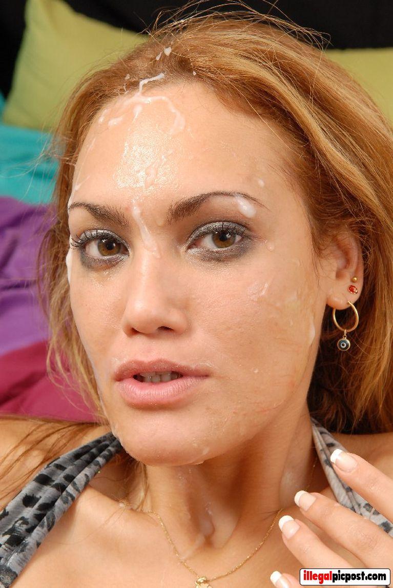 Jongedame krijgt lading zaad over haar gezicht
